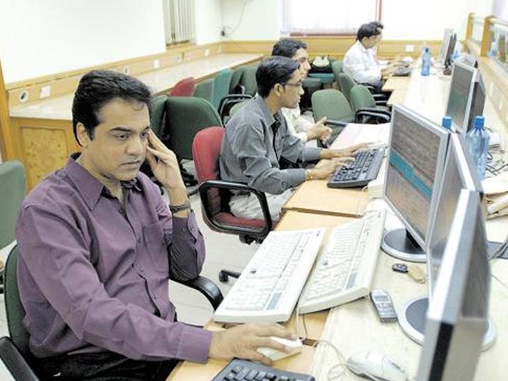 निफ्टी 1.35 पॉइंट की बढ़त के साथ 15,576 पर बंद हुआ, सेंसेक्स 85 पॉइंट की गिरावट के साथ 51,859 पॉइंट पर रहा बिजनेस,Business - Dainik Bhaskar