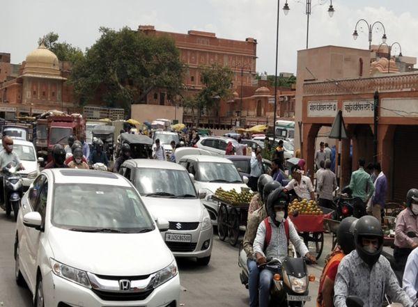 एक सप्ताह बाद संक्रमित केसों का ग्राफ फिर बढ़ा, आज 1276 नये मरीज, 65 की मौत; एक्टिव केस अब भी 32 हजार से ज्यादा जयपुर,Jaipur - Dainik Bhaskar