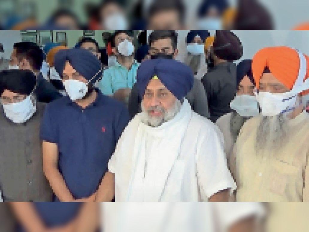 कोरोना आइसोलेशन वार्ड का उद्घाटन करने पहुंचे बादल; कहा- लोग कोरोना महामारी से लड़ रहे, पंजाब सरकार के मंत्री कुर्सी के लिए|मोहाली,Mohali - Dainik Bhaskar