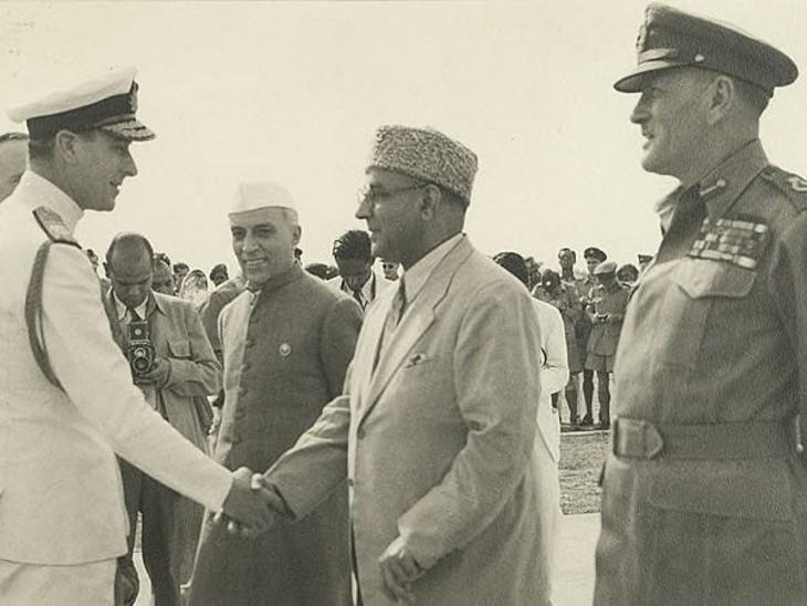 पालम एयरपोर्ट पर माउंटबेटन को लेने आए जवाहरलाल नेहरू और लियाकत अली खान। आजादी के बाद नेहरू भारत के प्रधानमंत्री बने और लियाकत अली खान पाकिस्तान के।