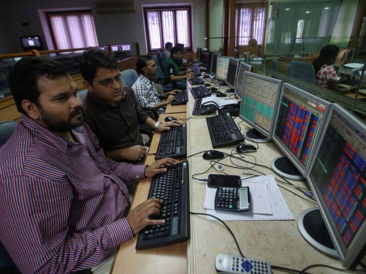 52,232 पॉइंट पर बंद हुआ सेंसेक्स, 15,700 पॉइंट के पास रहा निफ्टी, टाइटन में आया 7% का उछाल|बिजनेस,Business - Dainik Bhaskar