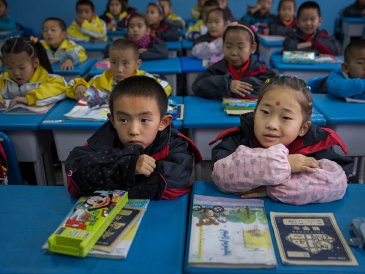 चीनी नागरिकों का कहना है-शहरी क्षेत्रों के बच्चों को अवसर और सुविधाएं ज्यादा मिलती हैं।