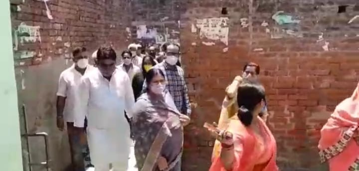 इटावा में वैक्सीनेशन के लिए अवेयर करने पहुंचीं विधायक से ग्रामीणों ने कहा, हम नहीं लगवाएंगे टीका; बुखार आएगा, मर जाएंगे कानपुर,Kanpur - Dainik Bhaskar