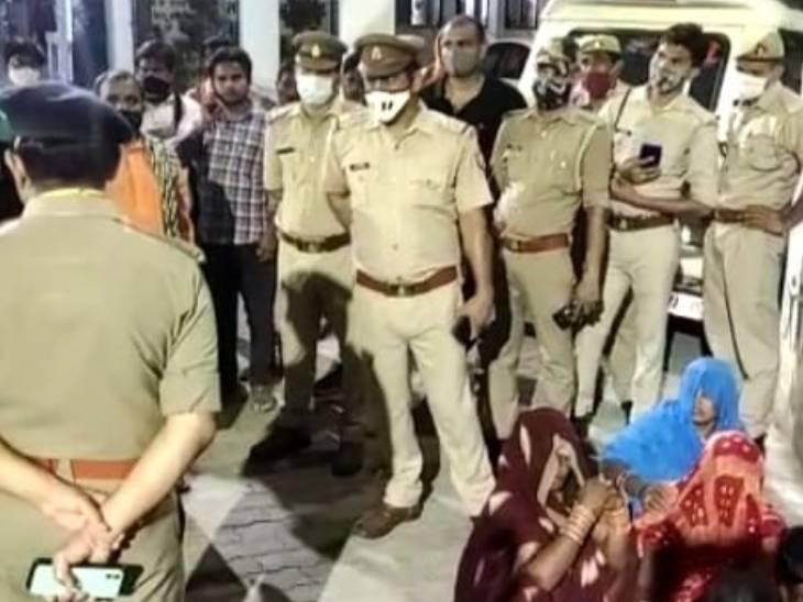 हमीरपुर में पुलिसकर्मियों के बीच रह रहे फॉलोवर ने की आत्महत्या, परिजनों से पूछताछ, नहीं पता चल सकी वजह|झांसी,Jhansi - Dainik Bhaskar