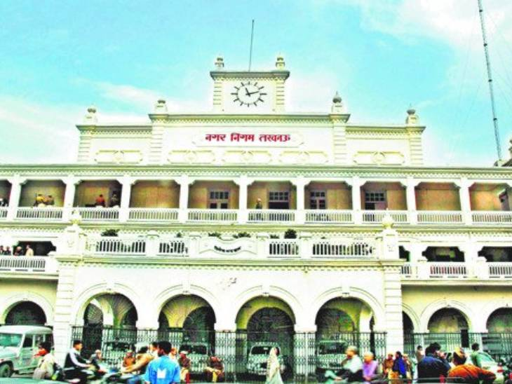 लखनऊ पुलिस के खिलाफ BJP पार्षदों ने खोला मोर्चा , बोले - योगी सरकार की छवि खराब करने में जुटी है पुलिस|लखनऊ,Lucknow - Dainik Bhaskar