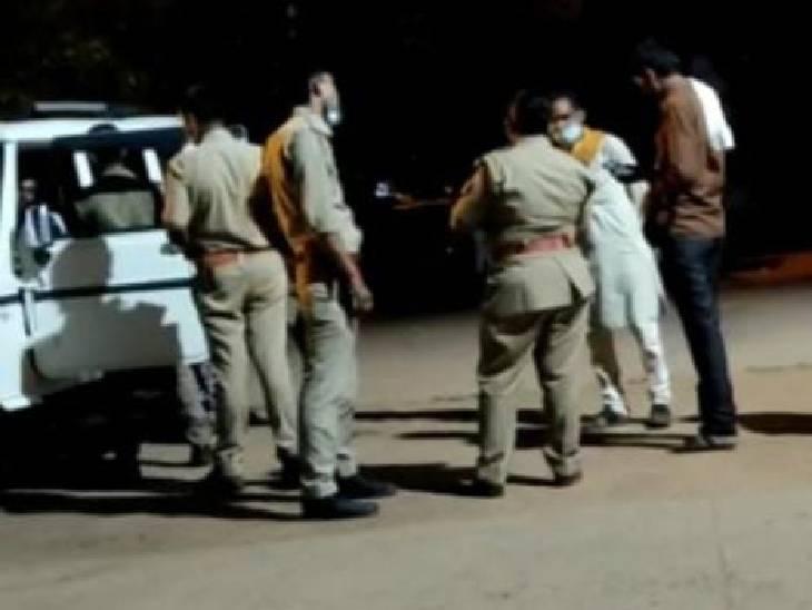 ललितपुर में पुलिस की हिरासत में प्रेमी-प्रेमिका ने खाया जहर, 29 मई को महोबा से भागकर आए थे|झांसी,Jhansi - Dainik Bhaskar