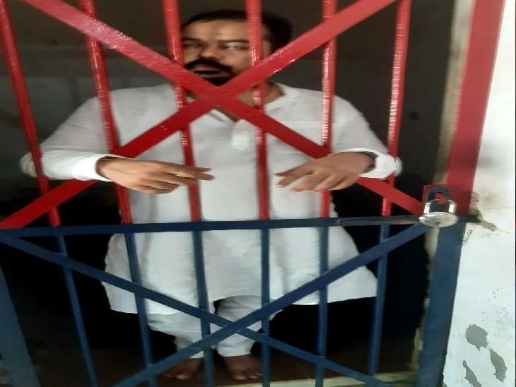 चेकिंग के दौरान पुलिस पर फायरिंग कर भाग रहा था, पीछा कर दबोच लिया पुलिस ने गोरखपुर,Gorakhpur - Dainik Bhaskar