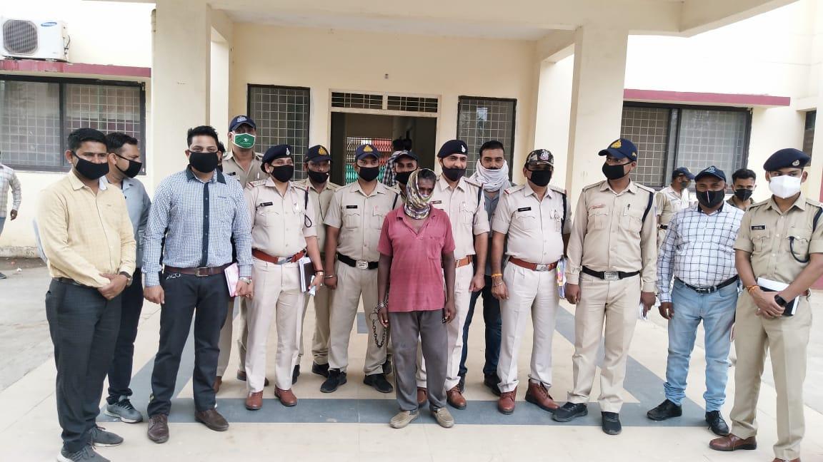 गांव का जमाई निकला आराेपी, 8 दिन बाद गिरफ्तार, बोला मेरी पत्नी से संपर्क रखता था मृतक इसलिए की हत्या हरदा,Harda - Dainik Bhaskar