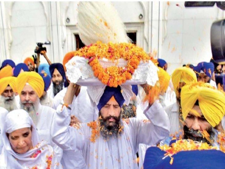 संगत दर्शन के लिए सुशोभित किए गए 'घायल' गुरु ग्रंथ साहिब, पुलिस और स्पेशल फोर्स के 7 हजार जवान तैनात|पंजाब,Punjab - Dainik Bhaskar