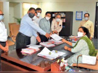 अनोप मंडल पर प्रतिबंध लगाकर उनके आश्रम की जांच करवाई जाए|रतलाम,Ratlam - Dainik Bhaskar