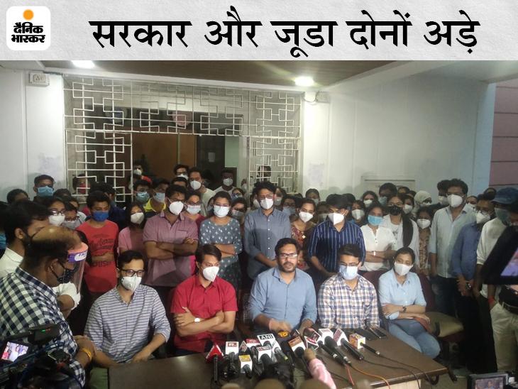 जूनियर डॉक्टरों और सरकार के बीच विवाद गहराता जा रहा है। - Dainik Bhaskar
