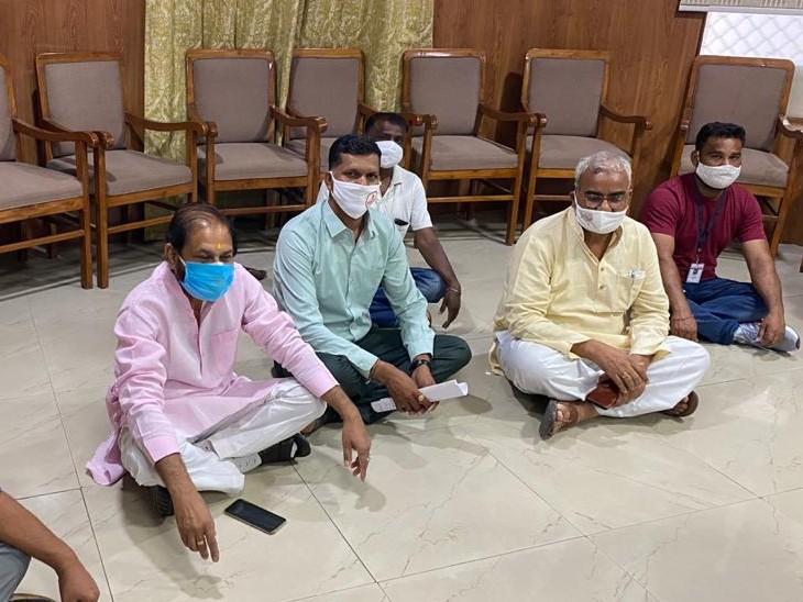गोबरिया बावडी़ इलाके में धरने पर बैठे लोगों को पुलिस जबरन उठाकर UIT ले गई, BJP विधायक संदीप शर्मा व मदन दिलावर ने जताया विरोध|कोटा,Kota - Dainik Bhaskar