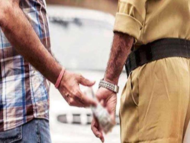 वसूली की शिकायत पर SSP ने कराई गोपनीय जांच, नौसढ़ पुलिस चौकी के 10 सिपाही हुए लाइन हाजिर|गोरखपुर,Gorakhpur - Dainik Bhaskar