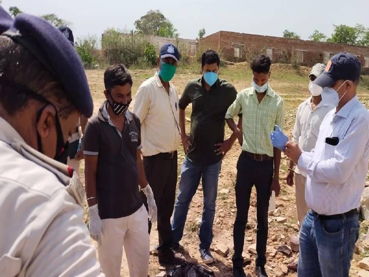 सतना जिले में मिली युवती के शव की शिनाख्त नहीं, हत्या के बाद आरोपियों ने पहचान छिपाने के लिए चेहरे पर पटक दिया था पत्थर|रीवा,Rewa - Dainik Bhaskar
