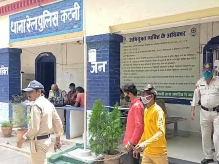 स्टेशन पर तीन लाख रुपए का गांजा जब्त, दो युवक गिरफ्तार, उड़ीसा से लेकर आए थे 18 किलो गांजा|जबलपुर,Jabalpur - Dainik Bhaskar