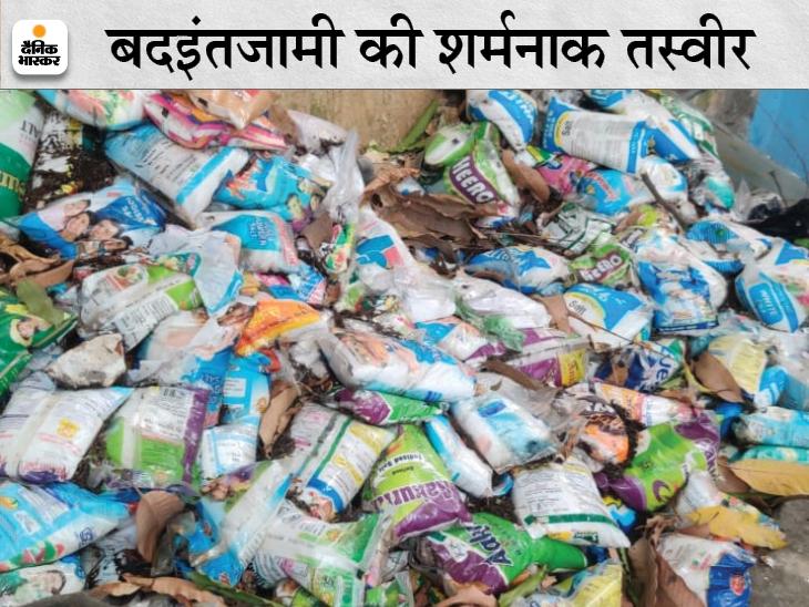 PMCH के पुनर्वास केंद्र में बच्चों के खाने-पीने का सत्तू और बेसन के पैकेट खुले में फेंके, कुछ में लगा दी आग|बिहार,Bihar - Dainik Bhaskar