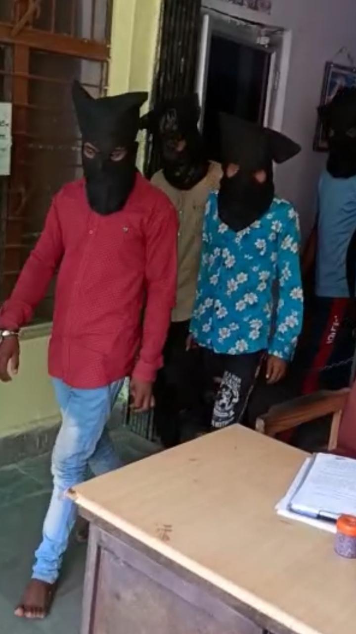 पुलिस की गिरफ्त में आरोपी।