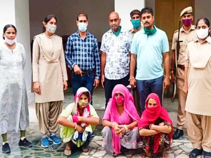 पुलिस की गिरफ्त में शातिर महिला चोर गिरोह की सदस्य। - Dainik Bhaskar