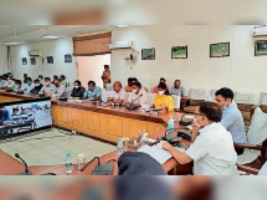 प्रशासन के प्रयासों को प्रभारी मंत्री ने सराहा, कहा-बेहतर प्रबंधन से कोरोना कंट्रोल हुआ|भरतपुर,Bharatpur - Dainik Bhaskar