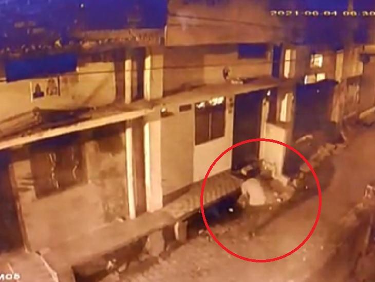 खिड़की से की घर में इंट्री; चोरों ने कैश और जेवरात पर किया हाथ साफ, CCTV में कैद करतूत गोरखपुर,Gorakhpur - Dainik Bhaskar