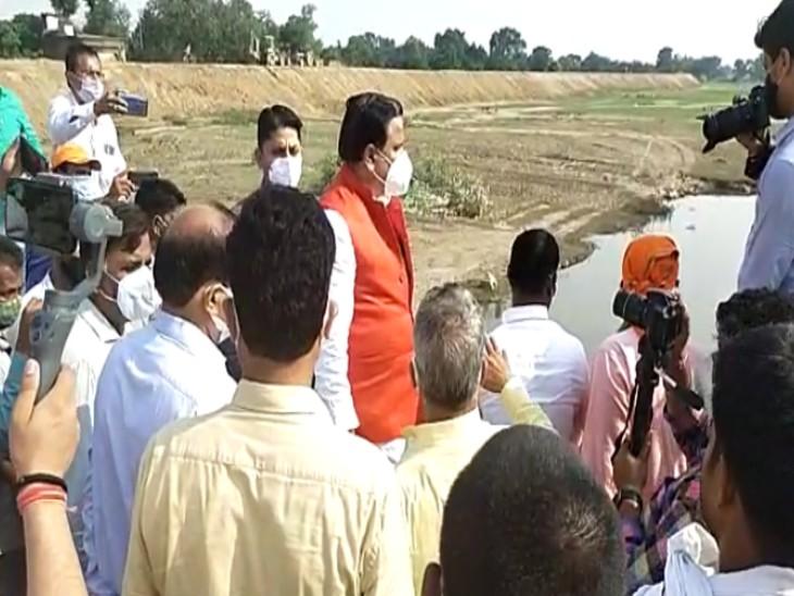 मंत्री डॉ महेंद्र सिंह ने लिया महराजगंज में बाढ़ बचाव कार्यों का जायजा
