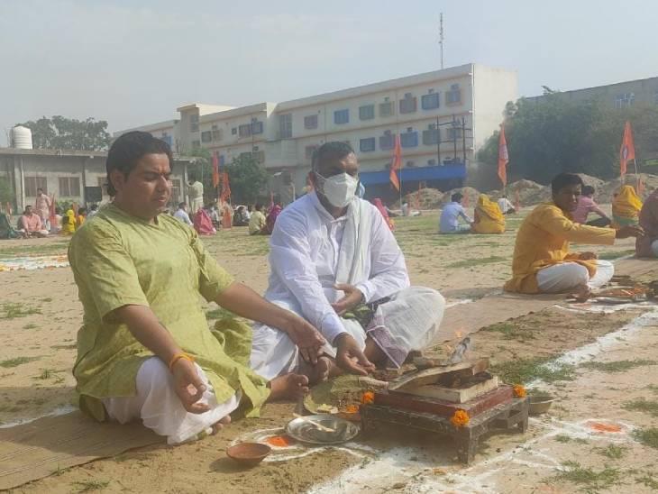 विश्व पर्यावरण दिवस पर आरएसएस ने किया 51 कुंडीय हवन यज्ञ, पर्यावरण को बचाने का लिया संकल्प|आगरा,Agra - Dainik Bhaskar