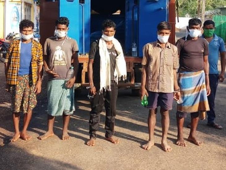 30 नक्सलियों की मौजूदगी की सूचना के बाद जिला बल और DRG की टीम ओरछा थाना इलाके में गई थी। जहां डेंगलपुट्टीपारा के पास नक्सली फायरिंग करने लगे। उसी दौरान कुछ नक्सली जंगल की ओर भाग निकले। इसके बाद पुलिस ने मौके से 5 नक्सलियों को गिरफ्तार कर लिया था।