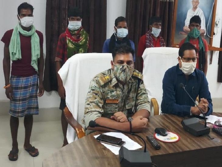 2 दिन के अंदर 10 जनमिलिशिया सदस्यों ने किया आत्मसमर्पण, हफ्तेभर में 4 इनामी समेत 9 नक्सली भी हुए गिरफ्तार|छत्तीसगढ़,Chhattisgarh - Dainik Bhaskar