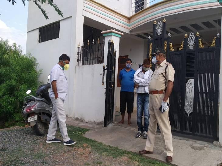घटनास्थल पर पहुंचे एसपी राकेश कुमार सिंह।