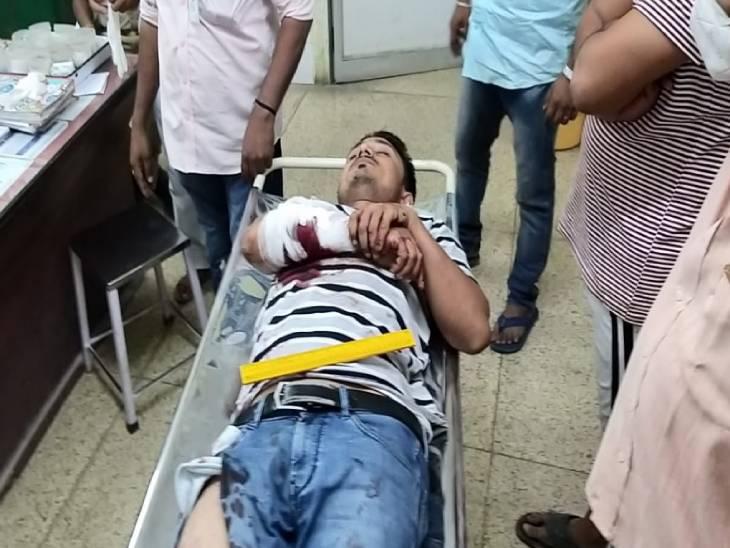 चुनावी रंजिश में ग्राम प्रधान पर जानलेवा हमला; काल्विन हॉस्पिटल में भर्ती कराया गया, हालत चिंताजनक प्रयागराज,Prayagraj - Dainik Bhaskar