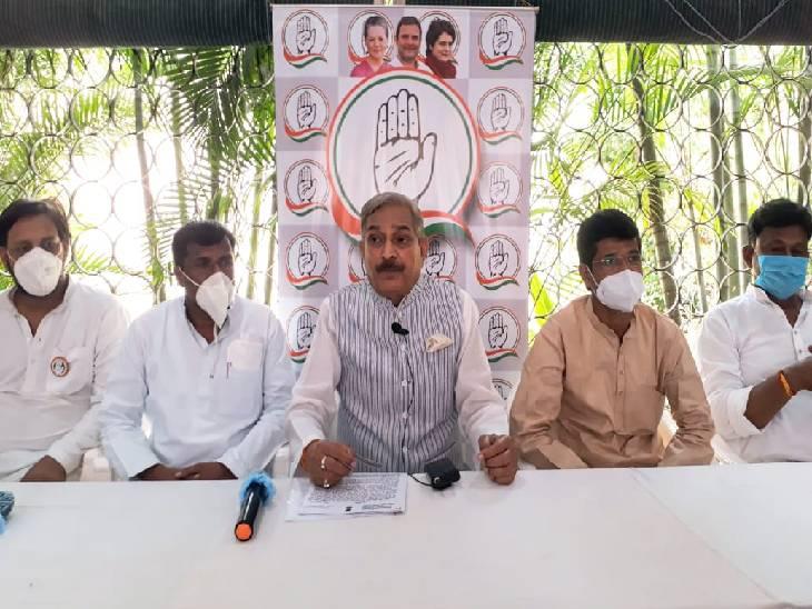 प्रयागराज में कांग्रेस नेता प्रमोद तिवारी का सरकार पर आरोप, गलत नीतियों के कारण हुई कोविड संक्रमितों की मौत; यूनिवर्सल वैक्सीनेशन की मांग प्रयागराज,Prayagraj - Dainik Bhaskar