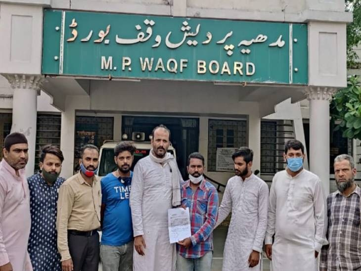 घटना से नाराज लोगों ने अस्पताल - Dainik Bhaskar