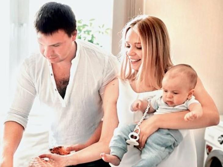 बच्चे के शुरुआती छह महीनाें की देखभाल से माताएं 3 से 7 साल बड़ी दिखने लगती हैं|विदेश,International - Dainik Bhaskar
