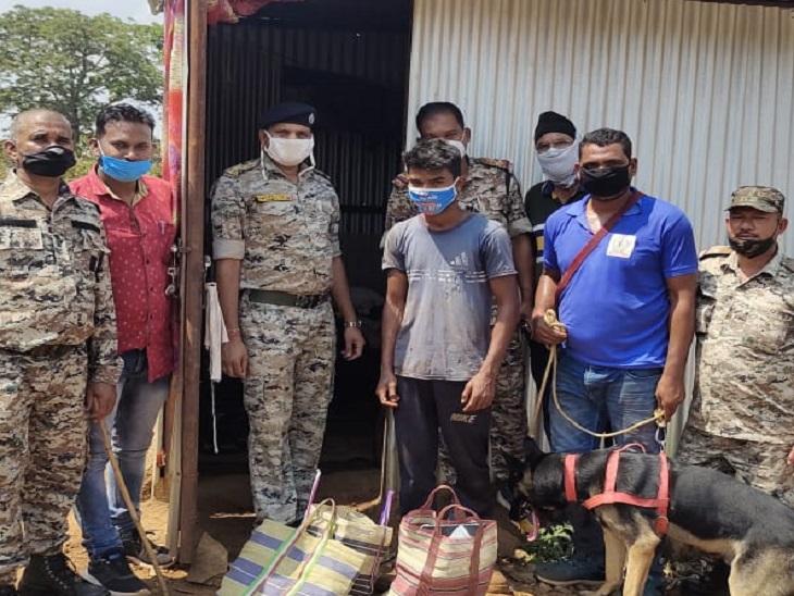 1 लाख की चोरी के बाद घर के पास ही झाड़ियों में छुपाया था माल, डॉग स्कवॉड के साथ पहुंची पुलिस की टीम ने किया सारा सामान बरामद|छत्तीसगढ़,Chhattisgarh - Dainik Bhaskar