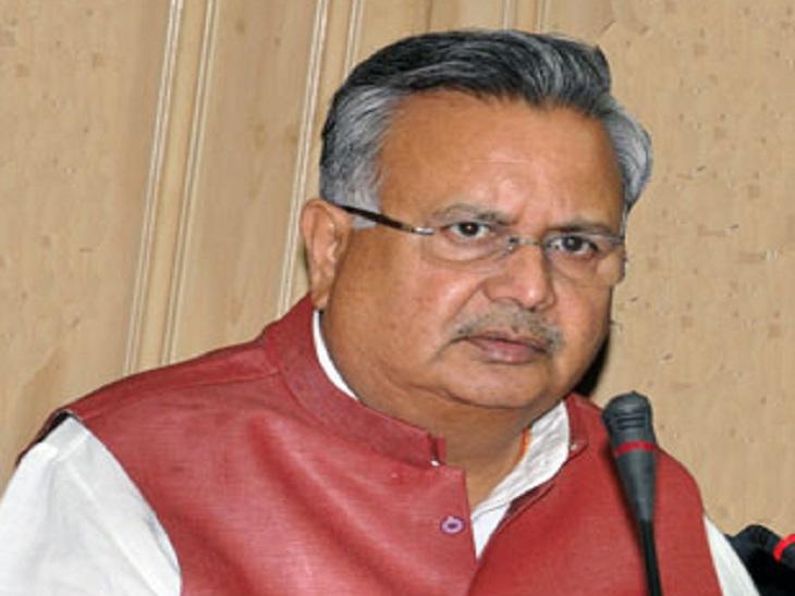 डॉ रमन सिंह लगातार टीकाकरण के मुद्दे पर सरकार पर सवालिया तीर छोड़ रहे हैं। - Dainik Bhaskar