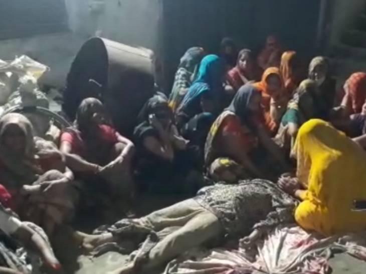 कलह से तंग आकर महिला ने फांसी लगाकर दी जान; पिता ने दहेज उत्पीड़न कर हत्या का लगाया आरोप, 6 माह पहले हुई थी शादी|आगरा,Agra - Dainik Bhaskar