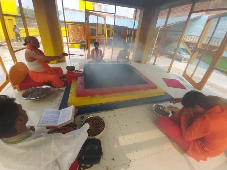 तीसरी लहर को रोकने के लिए रामदल ने शुरू किया 21 दिन का यज्ञ, 151 दिन का विशेष अनुष्ठान भी होगा|लखनऊ,Lucknow - Dainik Bhaskar