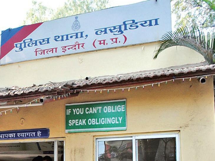 शराब से भरी बोलेरो छोड़कर भागे बदमाश, अफसरों को मिली जानकारी कि शराब ज्यादा थी, लेनदेन करके कम का मामला दर्ज किया इंदौर,Indore - Dainik Bhaskar