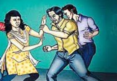 सगे भाईयों ने मारपीट कर महिला के कपड़े फाड़े, पति बचाने गया तो उस पर तलवारों से किया हमला जालंधर,Jalandhar - Dainik Bhaskar