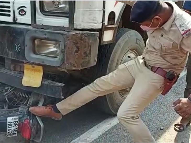 घटनास्थल पर ट्रक से बाइक को नि� - Dainik Bhaskar