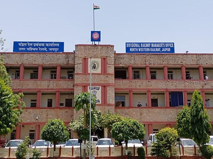 रेलवे ने पर्यावरण के लिएसोलर पैनल, एलईडी लाइट्स, ईको फ्रेंडली रसायन, पौधारोपण किए, 1 लाख 87 हजार खर्चा किया जयपुर,Jaipur - Dainik Bhaskar