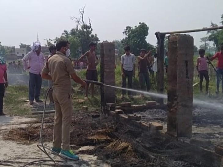 कड़ी मशक्कत के बाद आग पर काबू। - Dainik Bhaskar