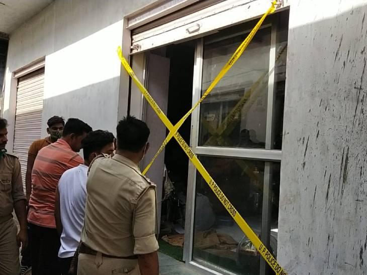 आगरा में दुकान का शटर तोड़ चोरों ने उड़ाया लाखों का सामान; CCTV तोड़ा, DVR संग एलईडी भी उठा ले गए|आगरा,Agra - Dainik Bhaskar