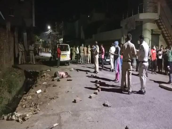 टोटल लॉकडाउन में पुलिस की सख्ती के बीच बदमाशों ने तलवार, रॉड और चाकू से खेला खूनी खेल; 1 की मौत, 7 घायल|जबलपुर,Jabalpur - Dainik Bhaskar