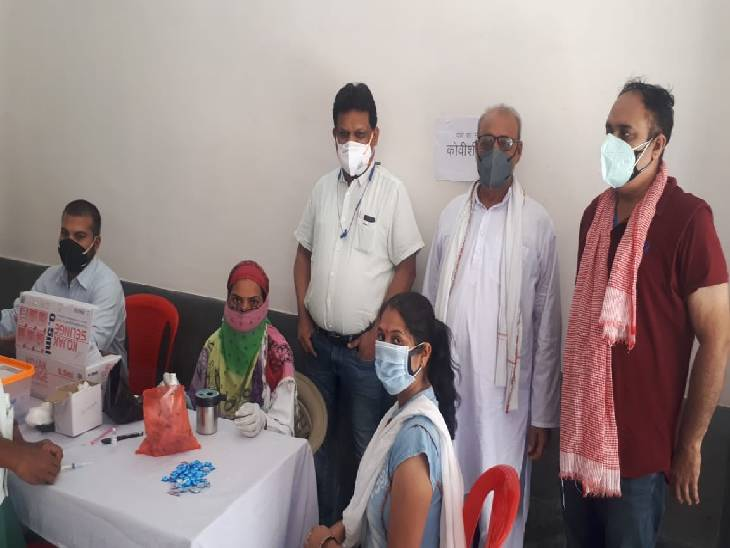 7 जून को जबलपुर में 76 स्थानों पर वैक्सीन लगाई गई। - Dainik Bhaskar
