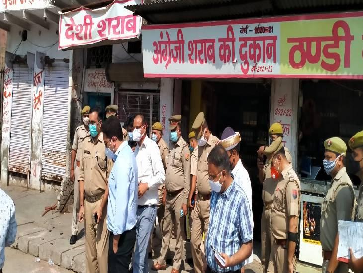 डीएम-एसपी ने किया शराब के ठेकों का निरीक्षण, स्टॉक से लेकर एक्सपायरी तक सबकुछ जांचा, दुकानदारों को हिदायत दी|मथुरा,Mathura - Dainik Bhaskar