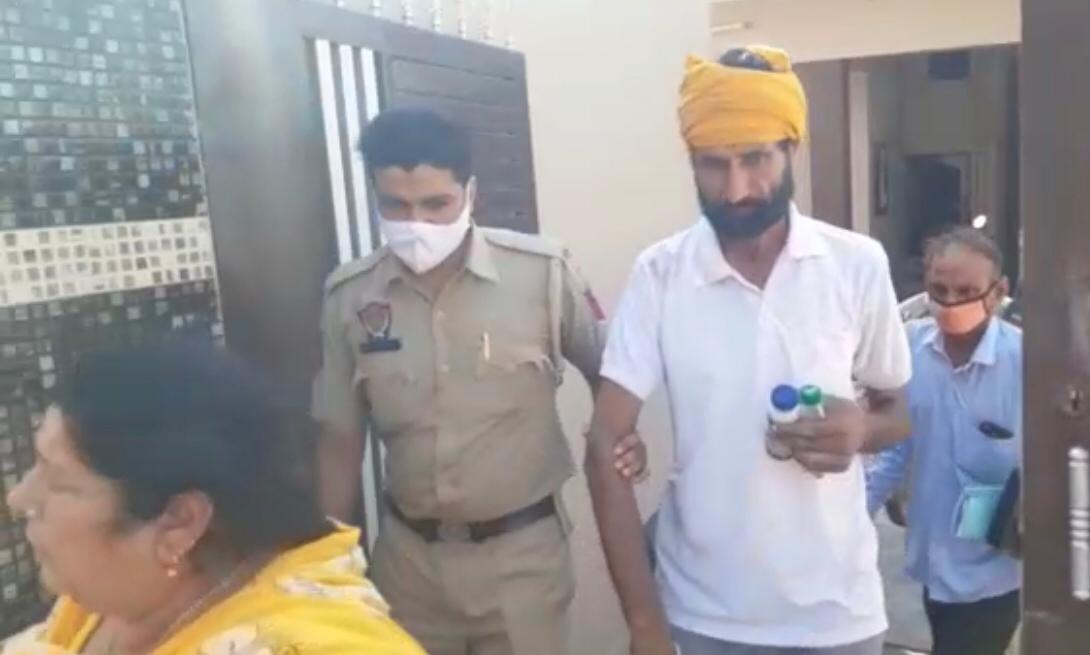 लोगों की शिकायत दबाते रहे अफसर, पुलिस कंट्रोल रूम के ASI की वर्दी फाड़ी तो दर्ज किया पुलिस कर्मी पर केस|जालंधर,Jalandhar - Dainik Bhaskar