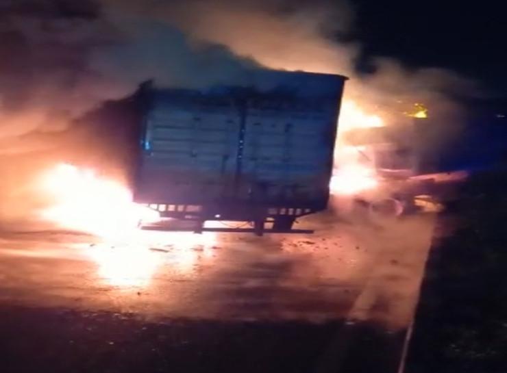 डीजल टैंक में धमाका, कोयले से भरे कंटेनर के कारण फैलती गई आग; केबिन में फंसा था ड्राइवर, दो झुलसे|जयपुर,Jaipur - Dainik Bhaskar