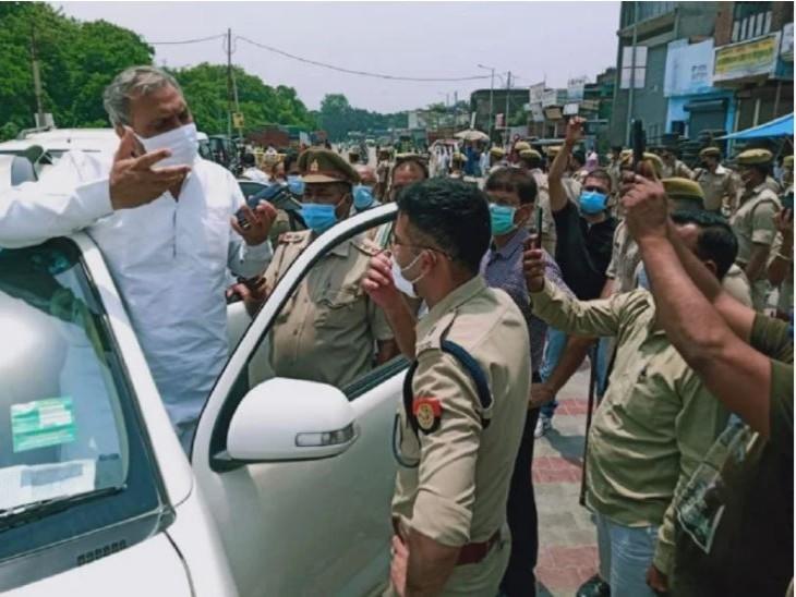 40 साल पुराना हैंडपंप उखाड़ा, कांग्रेस विधायक और भीम आर्मी कार्यकर्ता लगाने के लिए अड़े; हिंदूवादी संगठन विरोध कर रहे|मेरठ,Meerut - Dainik Bhaskar