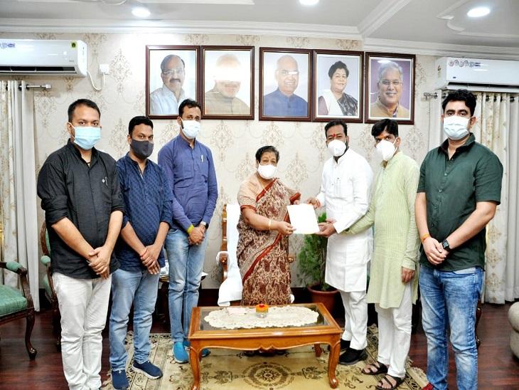 12वीं की परीक्षा पर फिर से विचार करने की मांग, आंसरशीट जमा करने की वजह से जुट रही भीड़ से संक्रमण का खतरा रायपुर,Raipur - Dainik Bhaskar